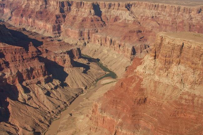 Colorado River,Skifter fra grøn til brun,Grand Canyon